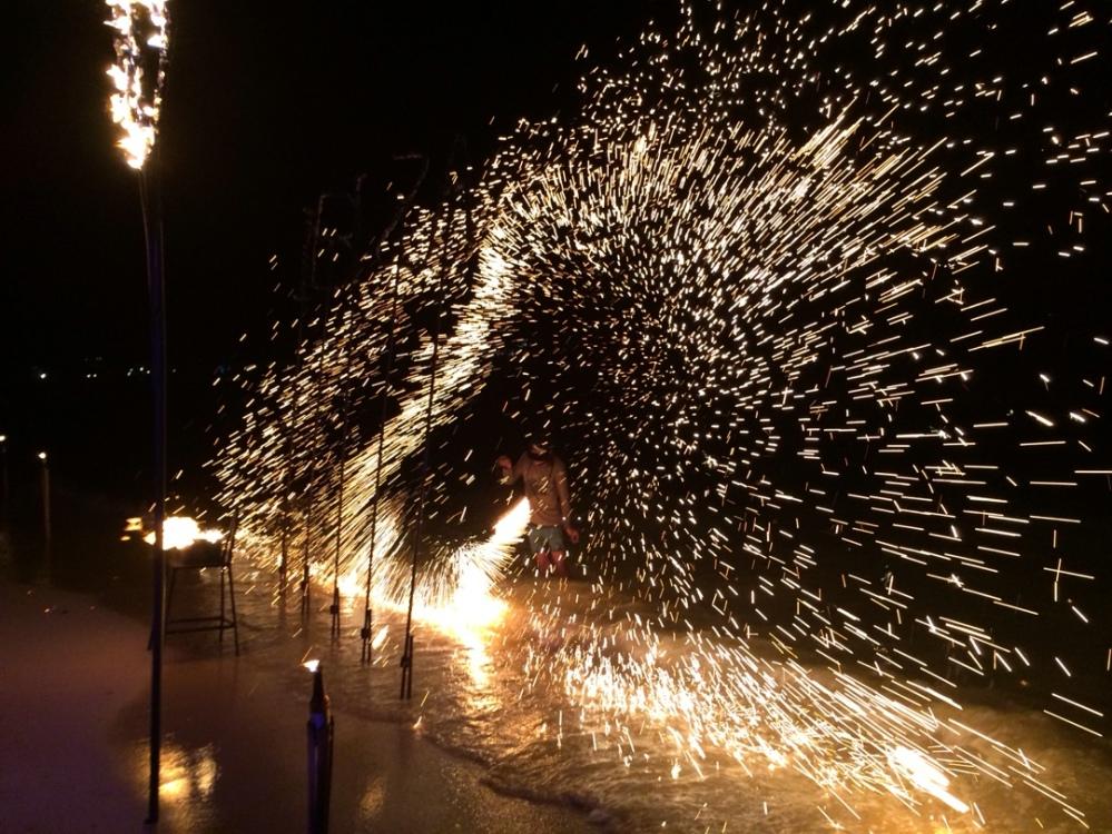 Fireshow at slinky beach bar koh phi phi