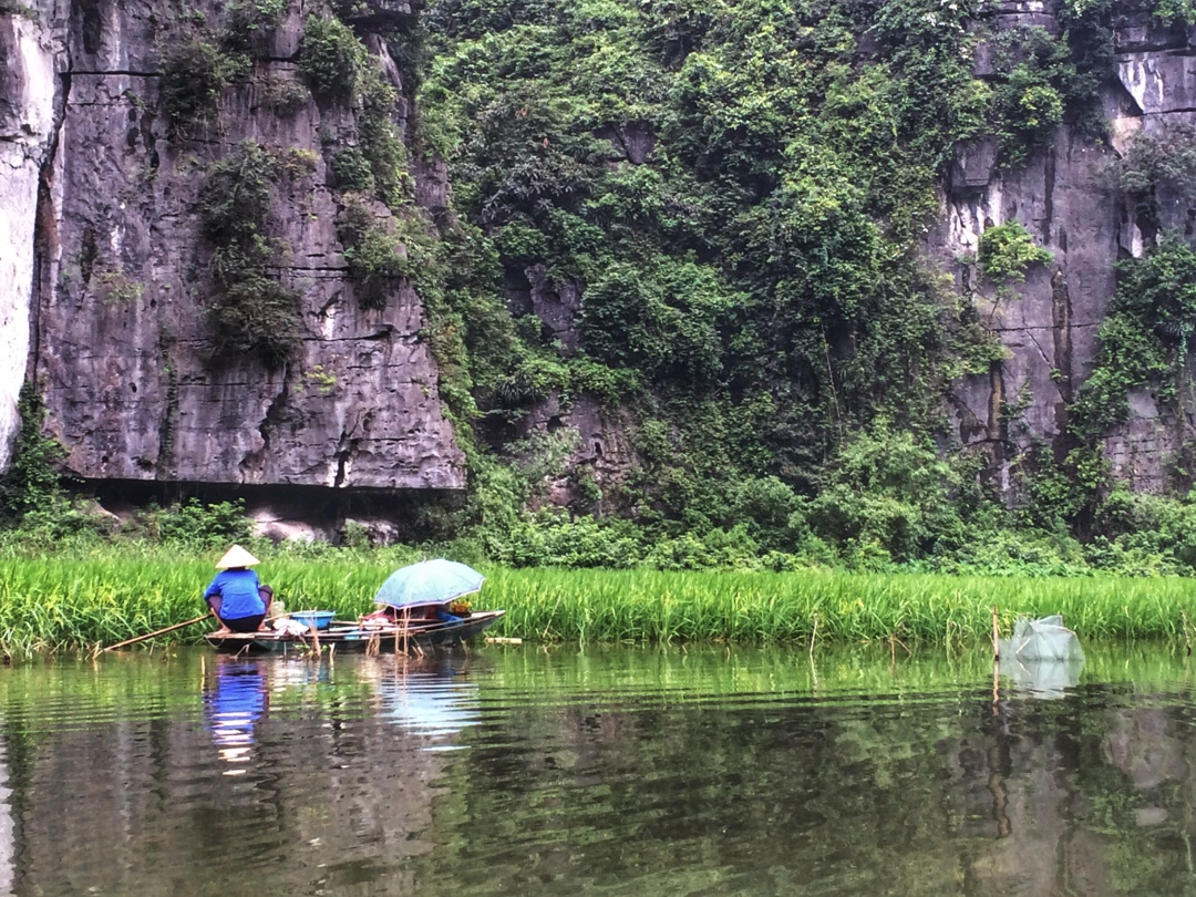 fishermen on tam coc river