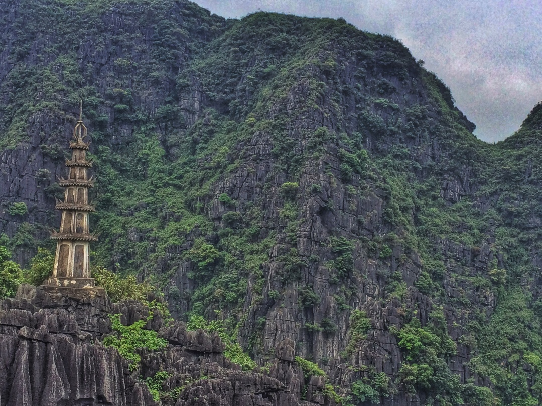 Mountain temple tam coc