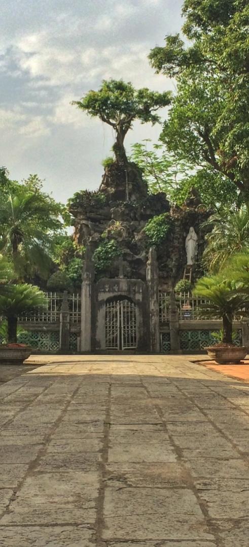 Phat diem cathedral park