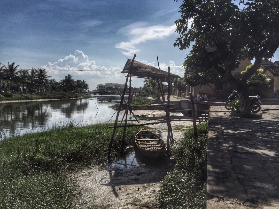 hoi an river in dry season