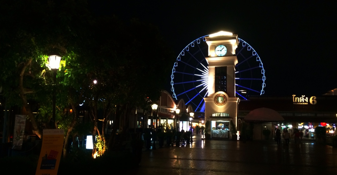 Nightly entertainment for Bangkok's nouveau riche at Asiatique the river front night market